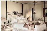 正当我们厌倦了阴冷的冬天,Zara Home适时地推出了2015春夏系列,为我们展现了一个舒适无虑的夏日图景。精致家居和优雅色调勾勒清新唯美画面。Zara Home 2015春夏系列的广告大片由Francois Halard掌镜,画面美得像梦一样!(实习编辑:陈尚琪)