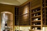 考究的酒柜,绝对是绅士标配。饮什么酒,怎么饮酒可以直接看出绅士的涵养和品位。