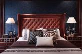 ③ 卧室:与客厅一致的墙面装饰,但深棕色成为卧室的主色,给人沉稳安静的氛围,是理想的休息之所,床头柜金属的包边匠心独运。