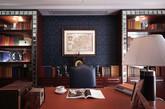 ② 书房 书房之于绅士,就好比美玉之于君子。大气的整墙书架,整齐的书列再摆放一两件精致的摆件,绅士的涵养和兴趣不言而喻。书桌上通常会摆上一两件古朴的物件,让人心沉静。