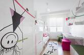 在纯白的墙壁上,画上自己喜欢的墙绘,这应该是每个女孩子的向往。小编,今天找了一款可得墙绘设计,在洁净的墙壁,画上彩色的漫画人物,让色彩串联房间的整体感,顿时增加不少活力。如果心动了,你也可以试试。(实习编辑:周芝)