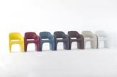 意大利的2BD设计工作室为Area Declic设计了一款柔软舒适的户外椅——棒棒糖。流线形造型和聚氨酯材质共同打造的椅子为你在户外放松提供了一个舒服的地方。聚氨酯材质不仅手感柔软,还能防水,而且结实耐用,可以适应户外的各种条件(实习编辑:谭婉仪)