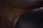 设计者区俊博同时运用了手工制造与机械化生产两种手段,就是要将手工、机械、都市这些概念聚集在一件作品上,融合出时尚而敦厚,复古却摩登的气质。 设计:区俊博/Unitedstrangers  工业设计 13632276139@163.com  丨  指导老师:柳翔宇