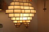 5. 梯田吊灯 这款梯田吊灯(Plywood)的设计者—本科生 Jaime Brias 去游览了菲律宾的巴拿威梯田,被眼前的美景深深的震撼了,于是就把梯田的形状融进了灯具设计的作业里,再于是这款吊灯就诞生了。它使用的是最普通的胶合板材料,但以自然风光作为造型让这个作品看起来非常舒服。(实习编辑:谭婉仪)