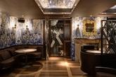 """伊斯坦布尔本土设计事务所autoban日前在伦敦的一个soho小区内完成了一家以中国元素为主题的餐厅,名为""""鸭子与稻米(the duck+rice)""""。餐厅设在一个两层高的现存建筑内,同时里面还有一个酒吧和一个中式厨房。该方案既致敬了维多利亚时期装饰繁多的饮酒场所,又创意地将亚洲特色元素融入进来。"""