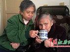 双亲去世 上饶一女子温情守护失明姐姐40年(图)