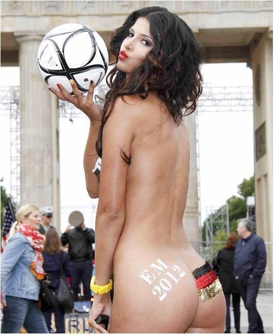 超模全裸为德国队造势[高清]. 德国超模为德国队在欧洲杯上造势