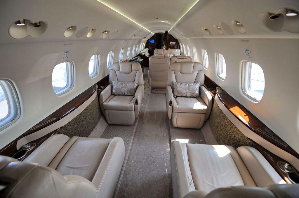成龙私人飞机亮相新加坡航展