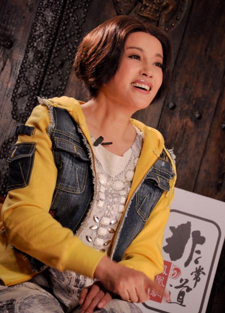 """2013年3月,""""不老女神""""刘晓庆对话《凤凰网·非常道》,谈谈""""名女人""""背后的转折和艰辛。"""