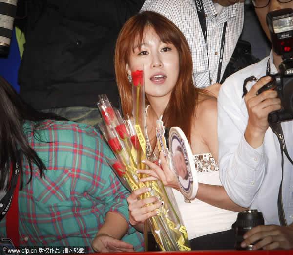 韩国美女记者风头过硬 丰满身材不输女星 时尚