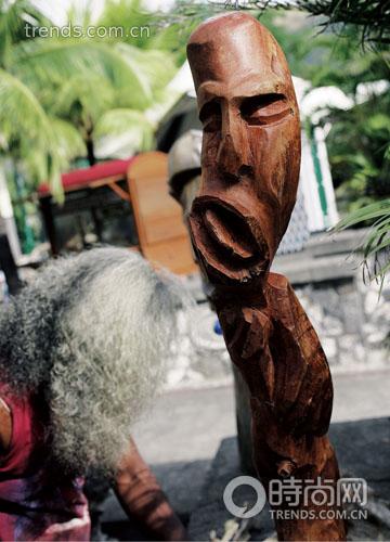 毛里求斯的木雕工艺依然有它的魅力,精致的工艺和滑润细腻的木质会让