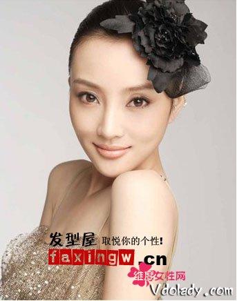 李小璐无刘海盘发发型 时尚性感