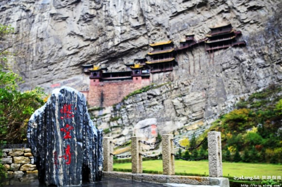 悬空寺恒山悬空寺位于山西浑源县,距大同市65公里,是国内仅...