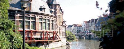 古旧的小街小巷和现代都市的建筑在这里交叠。