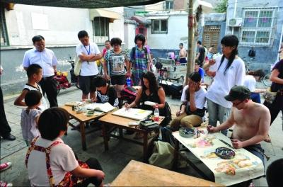 艺术家们在王府池子创作鞠小薇摄
