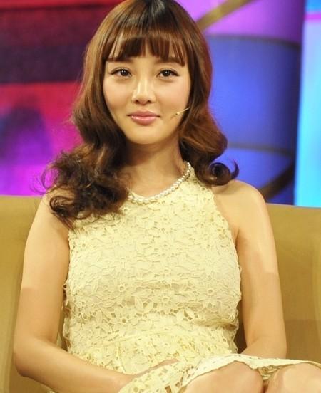 李小璐气质示范 减龄齐刘海发型