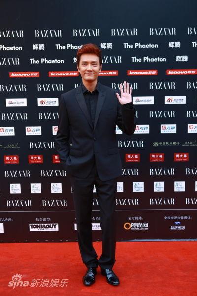 冯绍峰走红毯_华谊二十周年庆典angelababy与冯绍峰走红毯