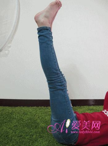 冬季美腿秘籍!MM示范5招翘臀瘦腿运动
