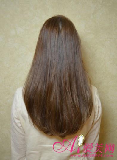简单的感觉更能够百搭时髦,将头发染成棕色更加普遍一些.