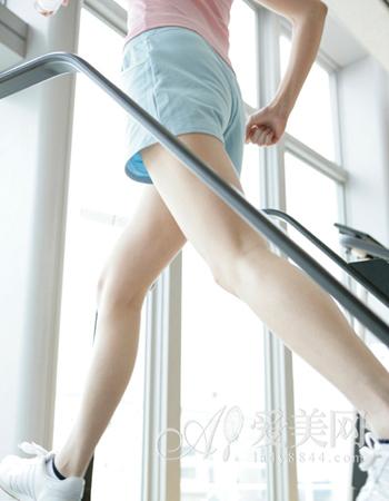 刮痧瘦腿方法 促进脂肪分解有效打造美腿