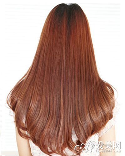 梨花头背面:将梨花烫头发披散在肩上,好似一头瀑布,内扣的发尾比直发图片