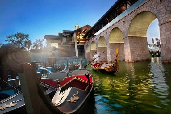 体验海棠湾贡多拉船