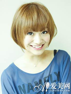 修饰了带点婴儿肥的脸型,显得更加的可爱,而长度较短的女生短发发型
