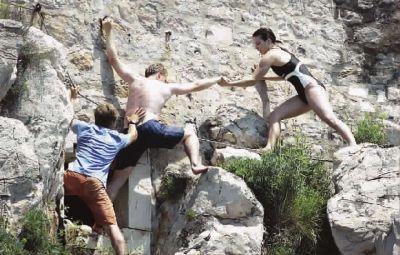 攀悬崖,只为惊险一跳
