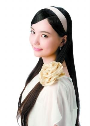 19岁书法混血美女也爱围棋柳金美女v书法获赞色艺双馨图片