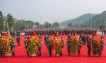湖南省委省政府向毛泽东铜像敬献花篮