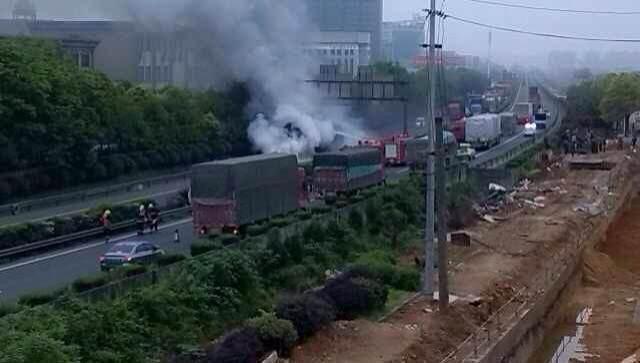4月20日,京港澳高速星沙漓湘路垮桥附近,车祸现场已经处理干净,