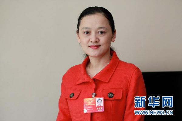 3月7日,全国人大代表何晓红接受新华网专访。新华网记者 杨理光摄