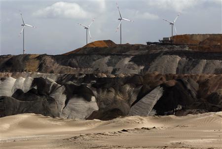 德国能源公司建立的风力涡轮发电机。(自路透社)