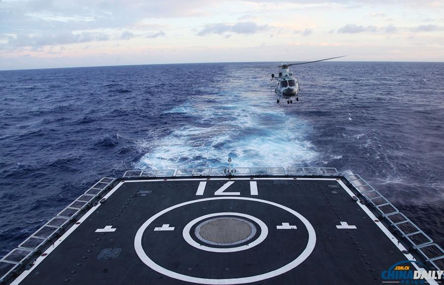 环太演习中法两国海军舰艇互降直升机