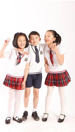 《拼吧小伙伴》展示新式小学校服风采