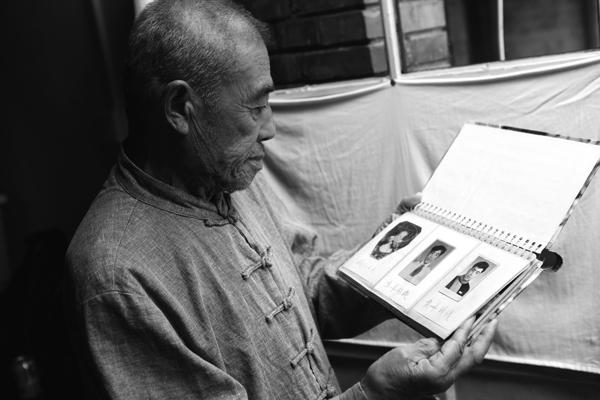 75岁牡丹园老巴黎:我等到一切都已不再重要-男孩久久网