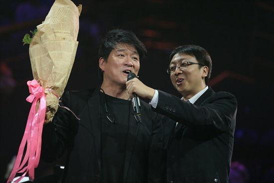《中国好歌曲》现场大合唱 为周华健提前庆生(图)