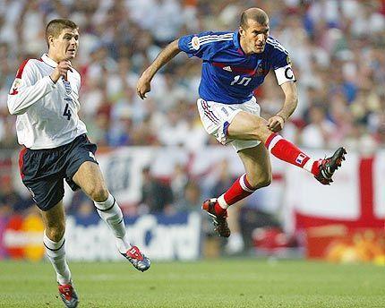 齐达内曾与杰拉德在国家队比赛中交锋