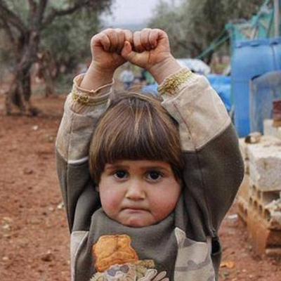 """叙利亚""""错将相机当武器""""女童被带至基地组织控制区"""