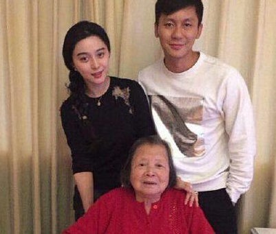 范冰冰李晨与家人合影(资料图)