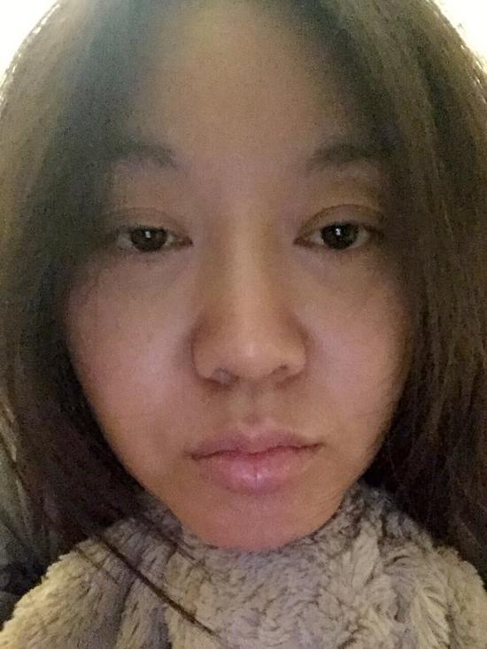 [明星爆料]45岁闫妮凌晨晒素颜照 嘴唇发白满脸憔悴(图)