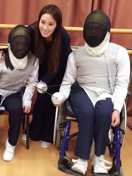 [明星爆料]徐子淇探望伤残运动员:他们才是真正的斗士(图)