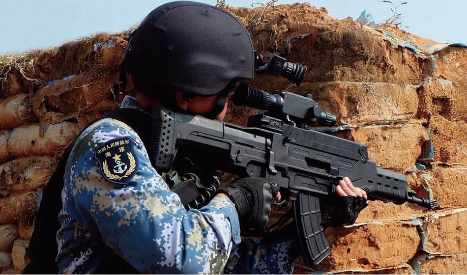 """解放军陆军和海军陆战队装备的""""步榴霰三合一武器""""-信息化单兵装"""