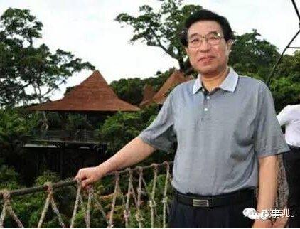 2012年2月,谷俊山的名字从总后勤部领导名单中消失,5月,谷俊山被正式停职接受调查。