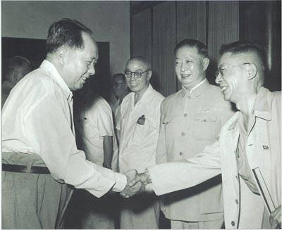 1960年7月23日,毛泽东接见出席第三次文代会的田汉,梅兰芳,老舍(左起)图片