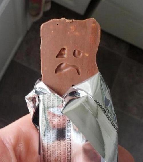 得知自己要被吃掉,巧克力棒先生哭得很伤心!