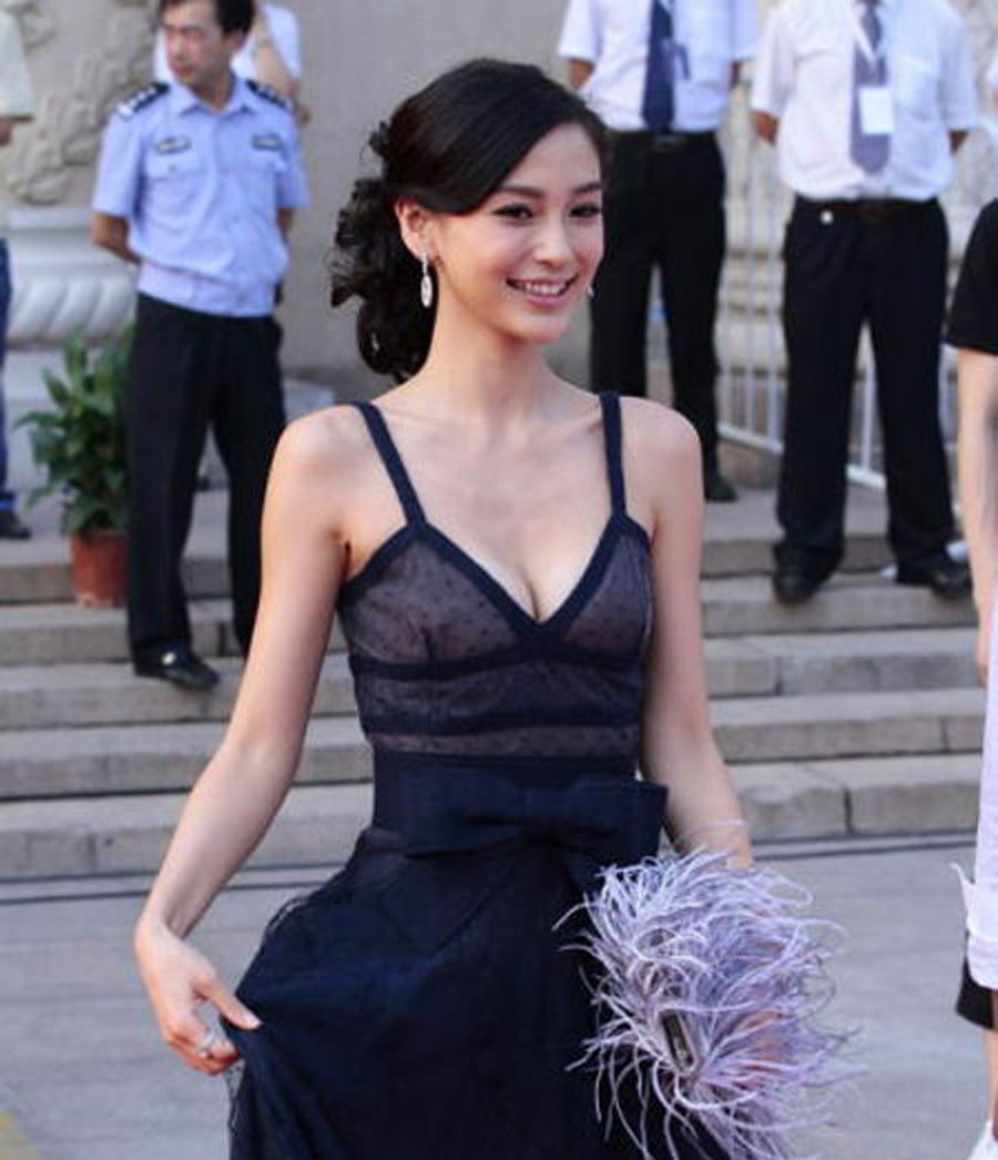 黄晓明女友开撕婚前尺度最大性感秀