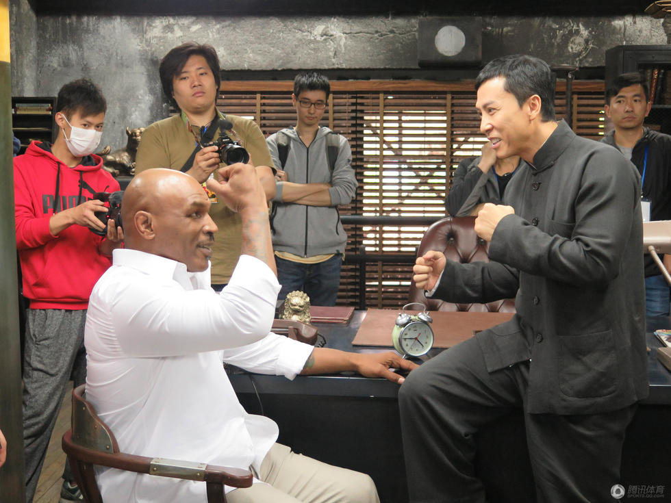 泰森拍电影遭甄子丹重击 拳王手指骨裂图片