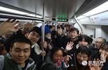 据轨道公司数据统计,从去年12月26日南昌地铁试运行以来,截至今年2月21日累计共运送乘客达1064.03万人次,每天约有19万人乘坐南昌地铁。而在1月1日的客流量达42万人次,成功刷新了全国单条地铁线路开通试运营一周内的最高客流量记录,南昌人对地铁的渴望和热情也都写在了这一组组大数据中。