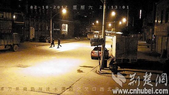 罪嫌疑人在监控录像中现形-武汉三名假警察酒桌上就擒